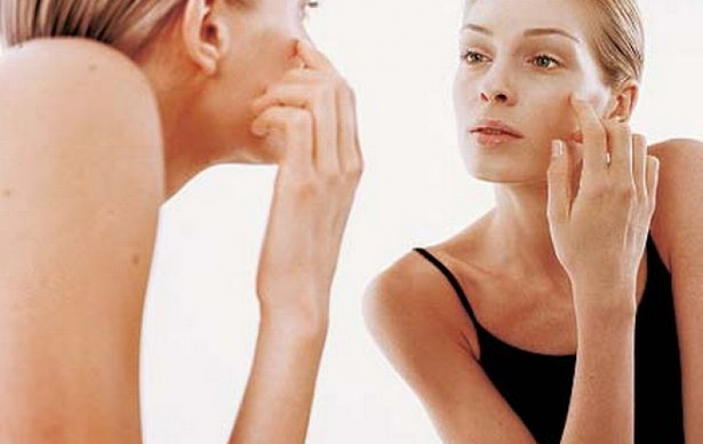 What are the First Signs of Aging & how to Treat them